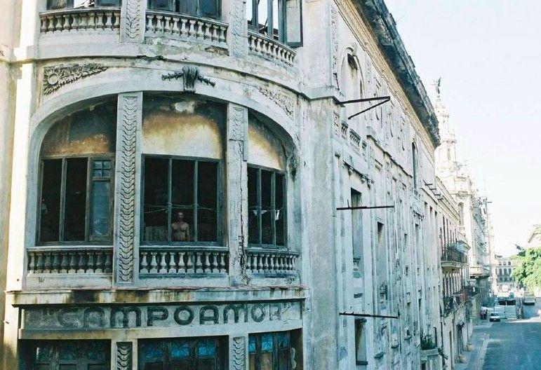 Erinnerungen an eine prachtvolle Vergangenheit: eine immer mehr verfallende Ruine in Havanna