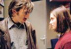 Carla (Emmanuelle Devos) kann von Pauls (Vincent Cassel) Lippen lesen