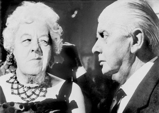 Wir bekommen desn Mörder! Miss Marple (Margaret Rutherford) und Mr. Stringer (Stringer Davis)