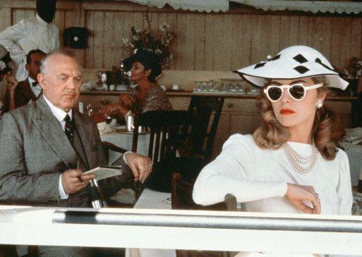 Diana (Greta Scacchi) hat ihren viel älteren Mann nur wegen seines Geldes geheiratet