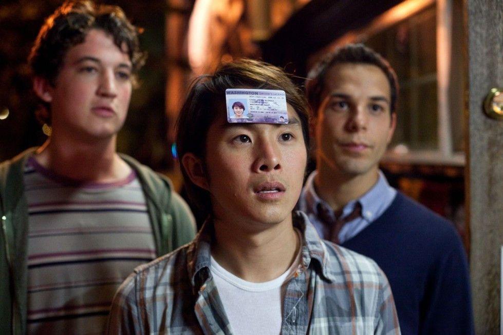 Klar bin ich 21! Jeff Chang (Justin Chon, M.) und seine beiden Freunde sind in Feierlaune