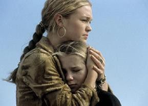 Trost muss sein: Julia Stiles mit Filmschwester Mika Boorem