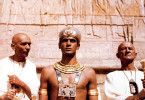 Ramses XIII. (Jerzy Zelnik, M.) muss gegen den Widerstand der Priester herrschen