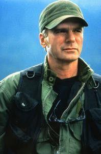 Richard Dean Anderson haut als markiger Colonel die  Aliens platt