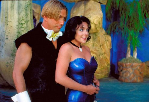 Betty (Jane Krakowski, re.) und Barney (Stephen Baldwin, li.) freuen sich auf Viva Rock Vegas... Foto: © 2000 Universal Studios and Amblin Entertainment, Inc. All Rights Reserved. FOR EDITORIAL USE ONLY -- NOT FOR RESALE -- DO NOT ARCHIVE