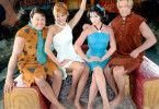 v.li.: Fred (Mark Addy), Wilma (Kristen Johnston), Betty (Jane Krakowski) und Barney (Stephen Baldwin) sind in Viva Rock Vegas... Foto: © 2000 Universal Studios and Amblin Entertainment, Inc. All Rights Reserved. FOR EDITORIAL USE ONLY -- NOT FOR RESALE -- DO NOT ARCHIVE