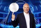 """Frank """"Buschi"""" Buschmann moderiert die neue Game-Show """"The Wall"""" auf RTL."""