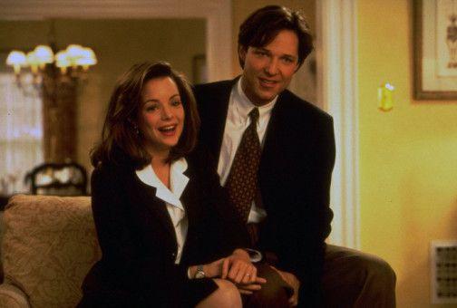 Bryan (George Newbern) und Annie (Kimberly Williams) verkünden der versammelten Familie, dass Nachwuchs unterwegs ist.