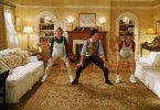 Franck (Martin Short) begeistert Annie (Kimberly Williams, r.) und Nina (Diane Keaton) nicht nur als Hochzeitsplaner und Innenausstatter, sondern auch als Fitness-Trainer während der Schwangerschaft. Der schrille Vogel ist mittlerweile ein echter Freund der Familie.