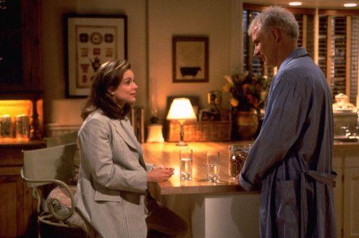 Beim ersten Ehekrach sucht Annie (Kimberly Williams) den Rat ihres Vaters George (Steve Martin).