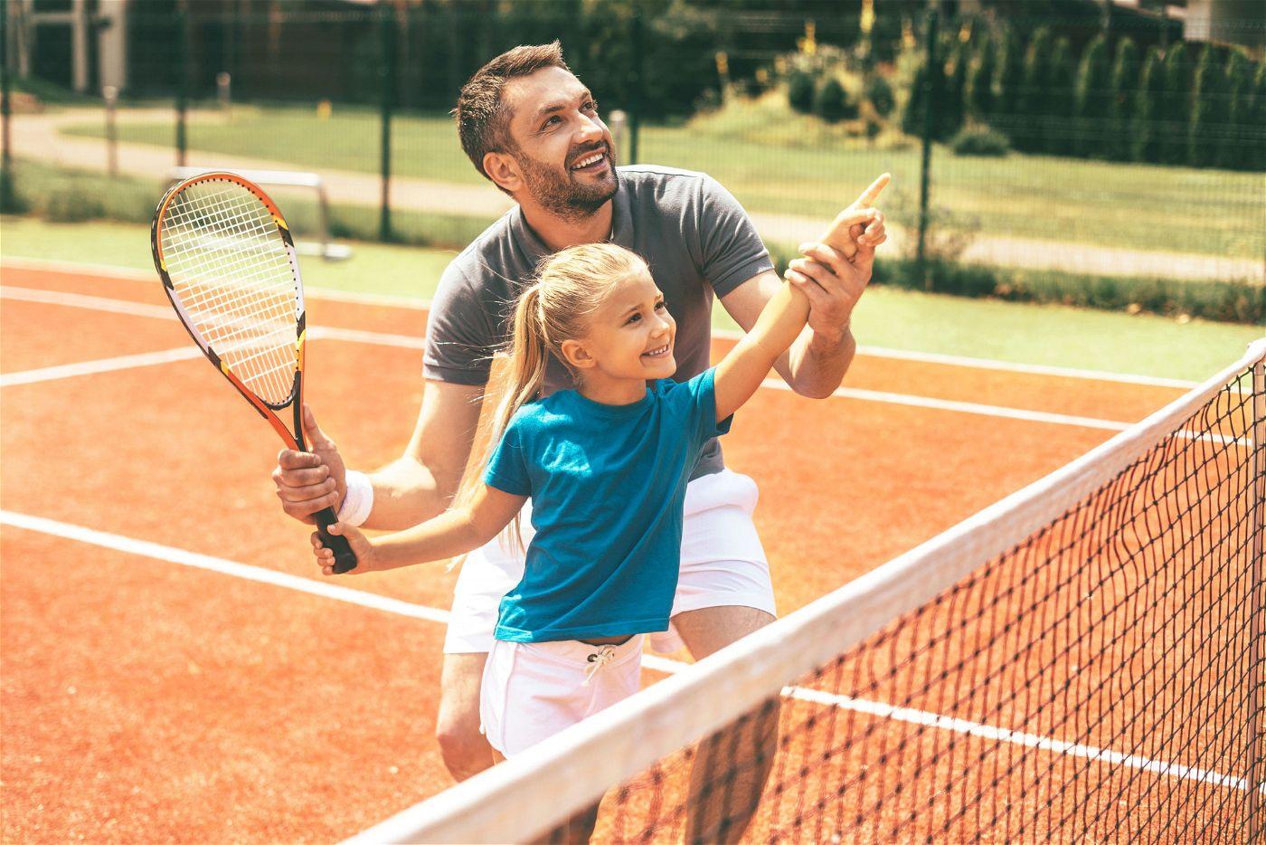 Gemeinsam aktiv: Um Kinder zum Sport zu bewegen, können Eltern auch gemeinsam mit ihnen aktiv werden.