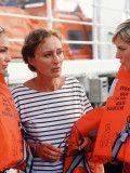 """Unter weißen Segeln: Marianne Bauer (Eleonore Weisgerber, Mitte) will herausfinden, ob sie ihren untreu gewordenen Mann noch liebt und hat kurzerhand eine Luxusreise auf der """"Royal Clipper"""" gebucht."""