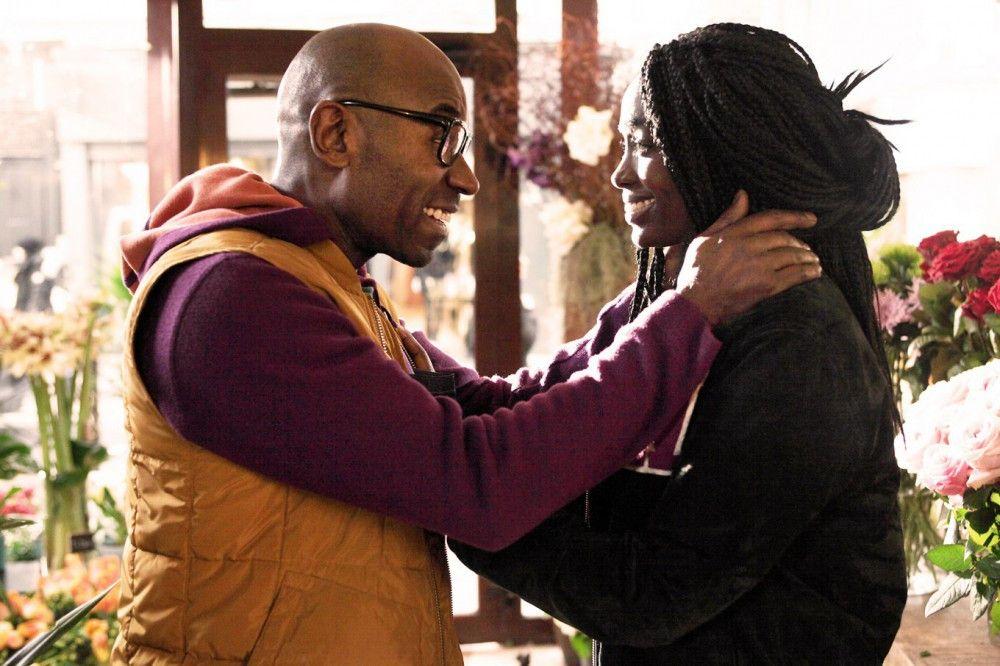 Die frisch Vermählten Paul (Lucien Jean-Baptiste) und Sali (Aïssa Maïga) können ihr Glück kaum fassen: Ein Adoptivkind wartet auf sie.