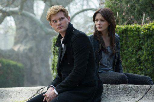 Liebende seit Jahrhunderten: Daniel (Jeremy Irvine) und Luce (Addison Timlin) scheitern immer wieder an einem bösen Fluch.