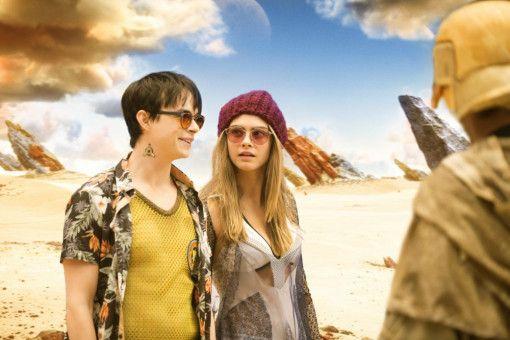 Bisweilen übertreibt er es: Luc Besson lässt Valerian (Dane DeHaan) und Laureline (Cara Delevingne) durch schrille LSD-Welten spazieren.