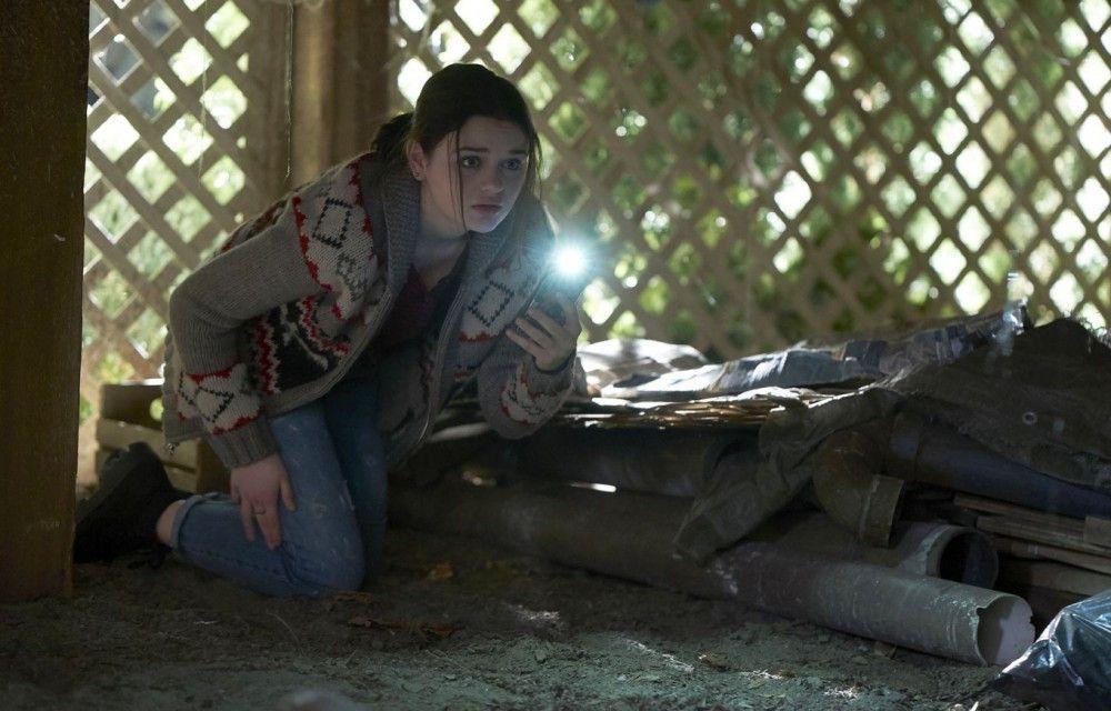 Clare (Joey King) macht eine furchtbare Entdeckung unter ihrem Haus.