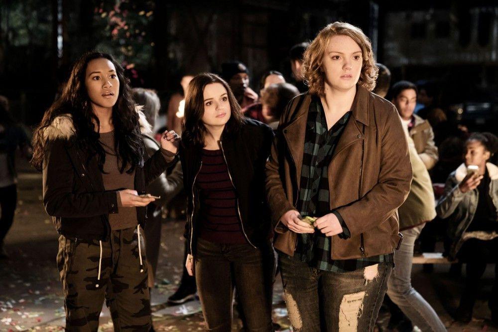 Sie sind die Außenseiter der Schule: Meredith (Sydney Park, links), Clare (Joey King) und June (Shannon Purser).