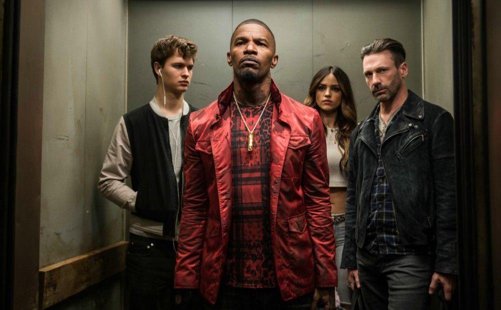 Von links: Baby (Ansel Elgort), Bats (Jamie Foxx), Darling (Eiza González) und Buddy (Jon Hamm) bereiten sich auf ihren Coup vor.