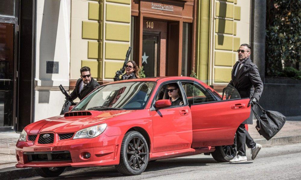 Fulminanter Einstieg: Auch wenn man die ganze Zeit nur mit Baby (Ansel Elgort, zweiter von rechts) im Wagen bleibt, wird dieser Raubzug im Gedächtnis bleiben.