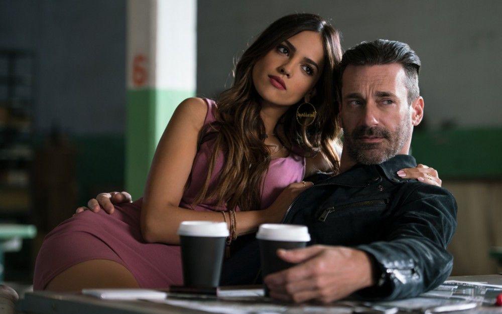 """Erkannt? Ja, das ist tatsächlich Jon Hamm aus """"Mad Men"""". Die Dame neben ihm ist der mexikanische Serienstar Eiza González."""