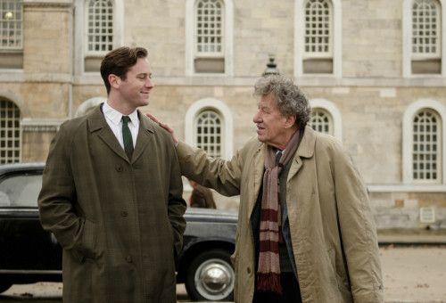 Der Autor James Lord (Armie Hammer) bewundert Alberto Giacometti (Geoffrey Rush). Doch wann ist seine Geduld erschöpft?