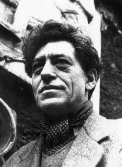 Alberto Giacometti (1901 - 1966) gehört zu den wichtigsten Künstlern des 20. Jahrhunderts. Er starb an den Folgen eines Herzbeutelentzündung und wurde in seinem Geburtsort Borgonovo beerdigt.