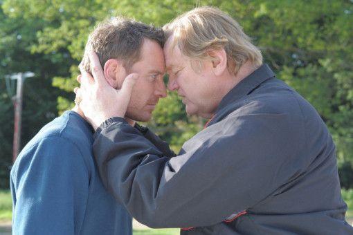 Chad (Michael Fassbender, links) will aus der kriminellen Welt seines Vaters Colby (Brendan Gleeson) aussteigen.