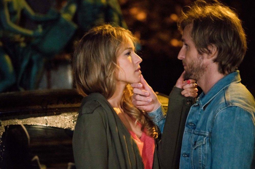 Flo (Élodie Fontan) lässt Grégory (Philippe Lacheau) keine Chance, seine Lügenfirma weiter zu betreiben.