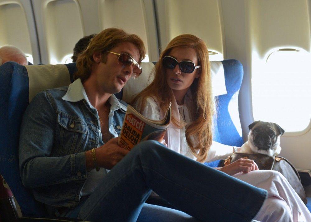 Dalida (Sveva Alviti) mit ihrem früheren Mann und ersten Manager Lucien Morisse (Jean-Paul Rouve). Der Jet-Set war ihr keineswegs fremd.