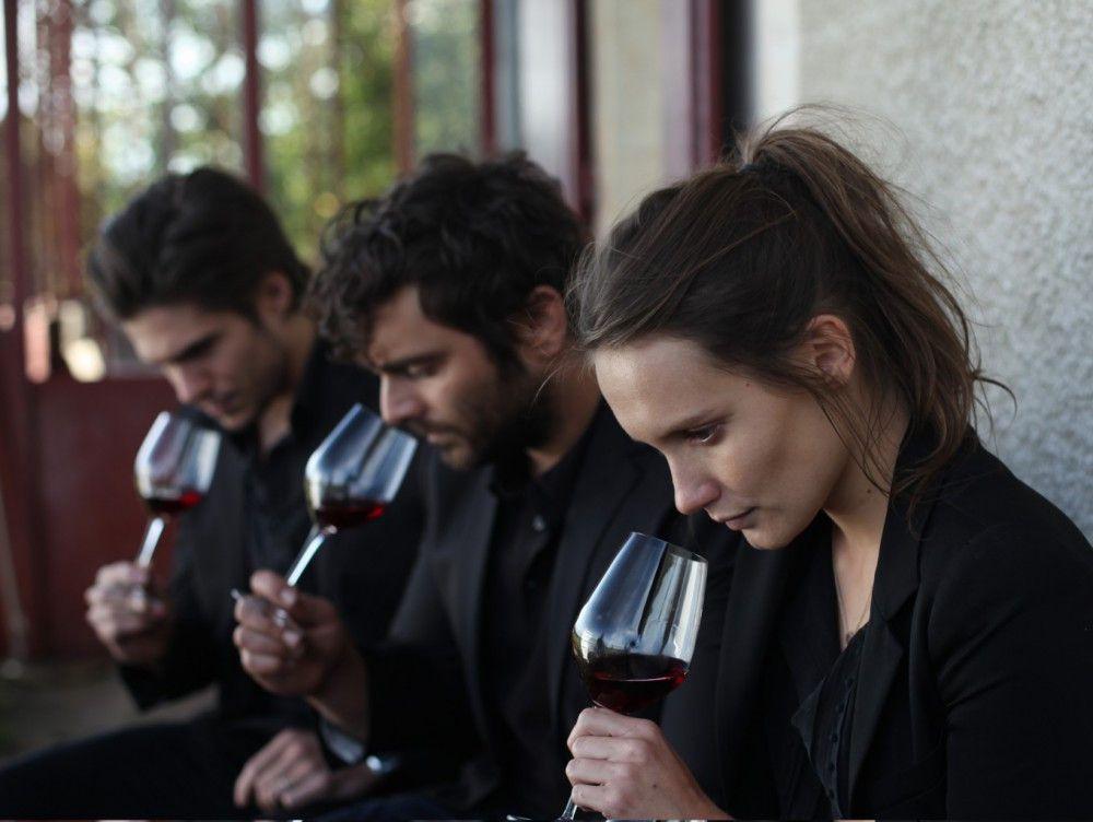 Von klein auf haben die Winzersprösslinge Jérémie (Francois Civil, links), Jean (Pio Marmai) und Juliette (Ana Giardot) gelernt, Weine zu kosten.