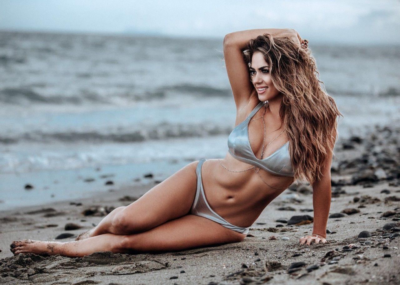 Bachelorette Jessica Paszka hat sich für die August-Ausgabe 2017 im Playboy ablichten lassen.