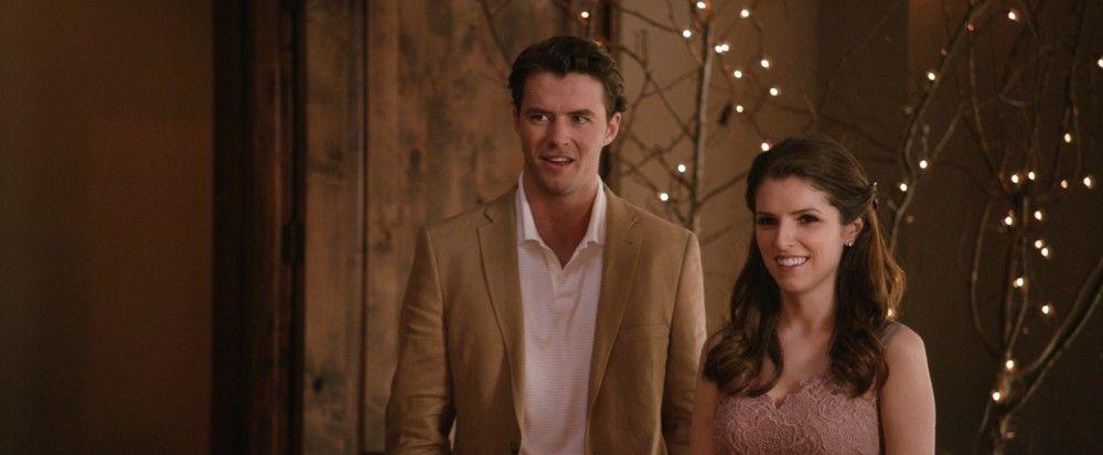 Am Rande der Hochzeitsparty lernt Eloise (Anna Kendrick) den geheimnisvollen Fremden Huck (Thomas Cocquerel) kennen.
