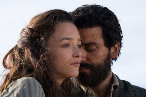 Der armenischen Apotheker Mikael (Oscar Isaac) und die armenisch-stämmige Ana (Charlotte Le Bon) verlieben sich ineinander.