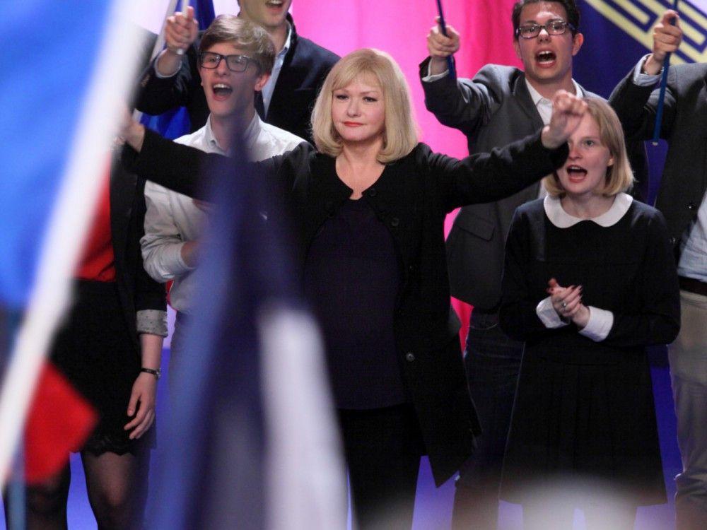 Die RNP-Vorsitzende (Cahtherine Jacob) ähnelt nicht von ungefähr der FN-Führerin Marine Le Pen.