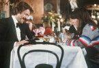 Lass es dir erst einmal schmecken, Kleine! Schimanski (Götz George) und sein Schützling Katja (Anja Jaenicke)