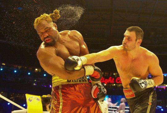 Kawumm! Vitali Klitschko holt gegen Briggs den Hammer  raus