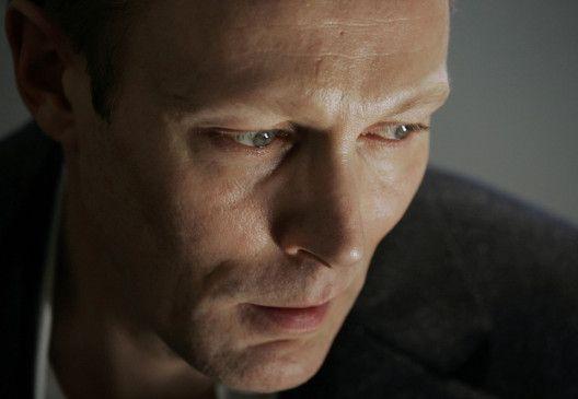 Martin Vinge (Lars Mikkelsen) gerät in ein Netz aus Intrigen und brutalen Machtspielen