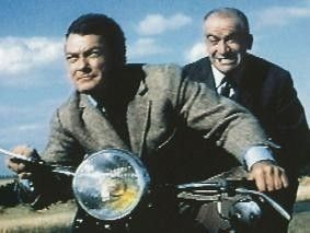 Wo fahren wir eigentlich hin? Louis de Funès (r.) und Jean Marais unterwegs
