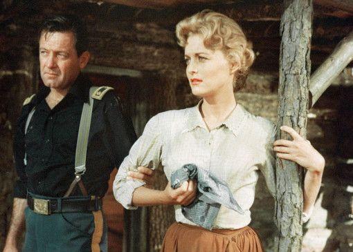 William Holden (Foto mit Constance Towers) ist der Gegenspieler von John Wayne