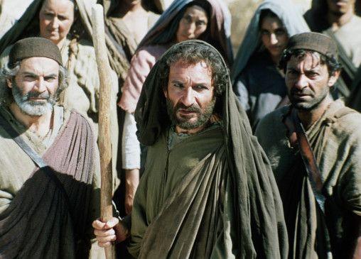 Moses (Ben Kinsley, M.) soll sein Volk ins gelobte Land führen