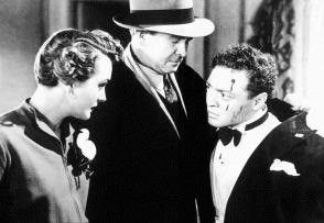 Welcher politisch inkorrekte Mensch hat den  schwulen Mr. Cairo (Peter Lorre, r.) so  zugerichtet?