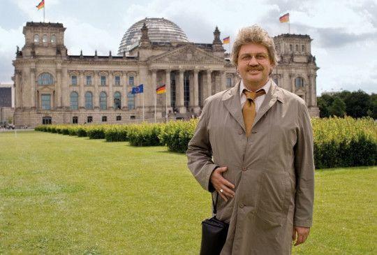 Da ist ja mein neues Heim! Horst Schlämmer alias Hape Kerkeling in Berlin