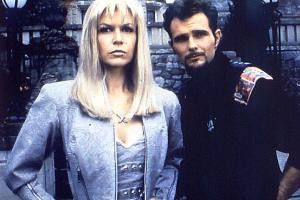 Finola Hughes und Jeremy Ratchford als Leiter einer  Mutantenschule: Leider hat dort niemand die übernatürliche Kraft, Kritiker gnädig zu  stimmen