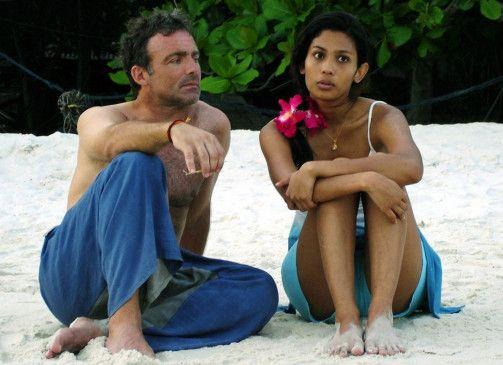 Jean (Eric Savin) und die schöne Pat (Dao Paratee)