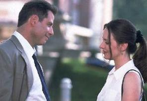 Wir werden diesen verdammten Fall schon aufklären!  John Travolta und Madeleine Stowe als Ermittler-Duo