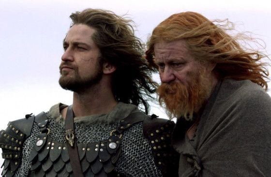 König Hrothgar (Stellan Skarsgård, r.) hat Beowulf (Gerard Butler) um Hilfe gebeten
