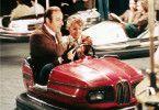 Max (Manfred Krug) und Wanda (Jutta Hoffmann) haben Spaß auf dem Autoscooter