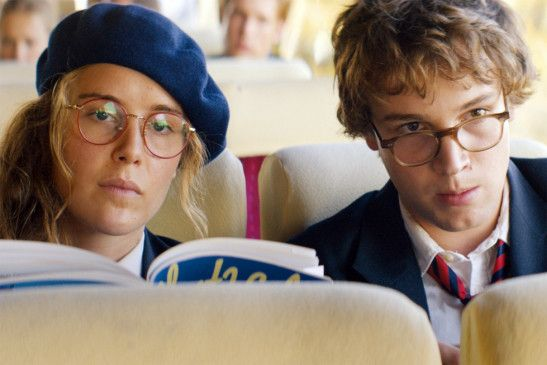 Noch ist die Welt von Natalie (Carla Juri) und Dominik (Leonard Scheicher) in Ordnung ...