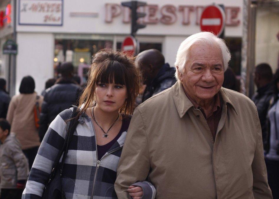 Zu zweit ist es doch leichter: Marilyn (Luce Radot) und Joseph (Michel Galabru) beim Einkaufen