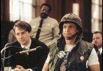 Ich bin permanent im Krieg! Woody Harrelson (r.,  mit Edward Norton) als Larry Flynt vor Gericht